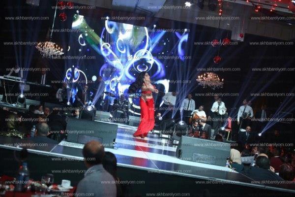 العسيلي يُغني.. ودينا ترقص على «3 دقات» احتفالا بـ«عيد الحب»
