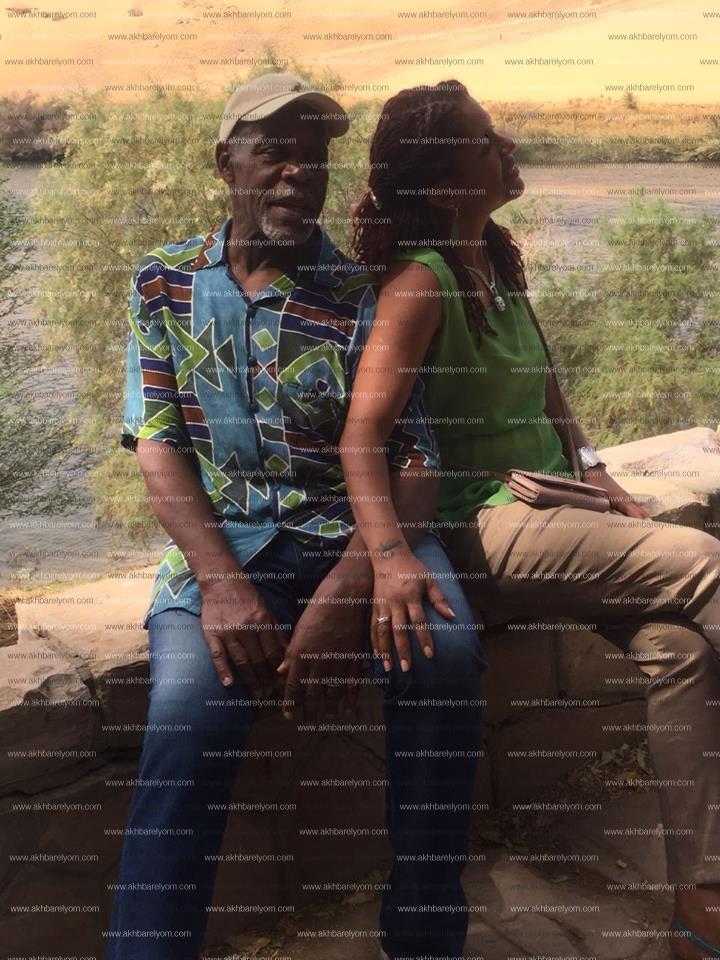 صور الممثل الأمريكي داني جلوفر وزوجته فى جزيرة النباتات