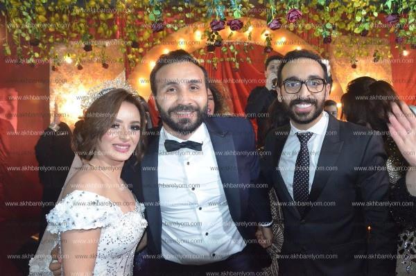 العسيلي ومصطفى حجاج يغنيان لـ«أحمد وريهام» في زفافهما