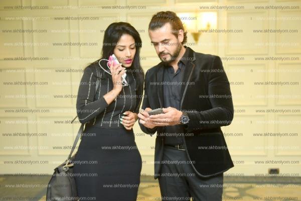 سامو زين يُغني «الورد الأحمر» لـ«أدهم وفرح» في زفافهما