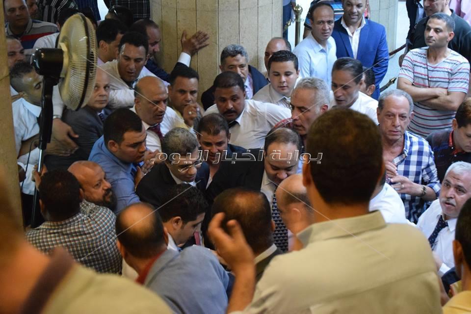 | أبناء أخبار اليوم وأهالي بولاق يحتفلون بعودة ياسر رزق من رحلة علاج ناجحة