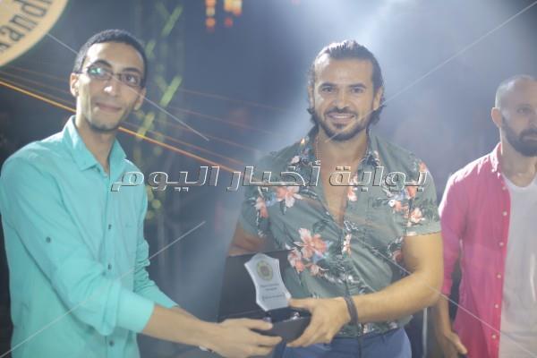 سامو زين يحتفل بتخرج طلاب جامعة PUA بالإسكندرية