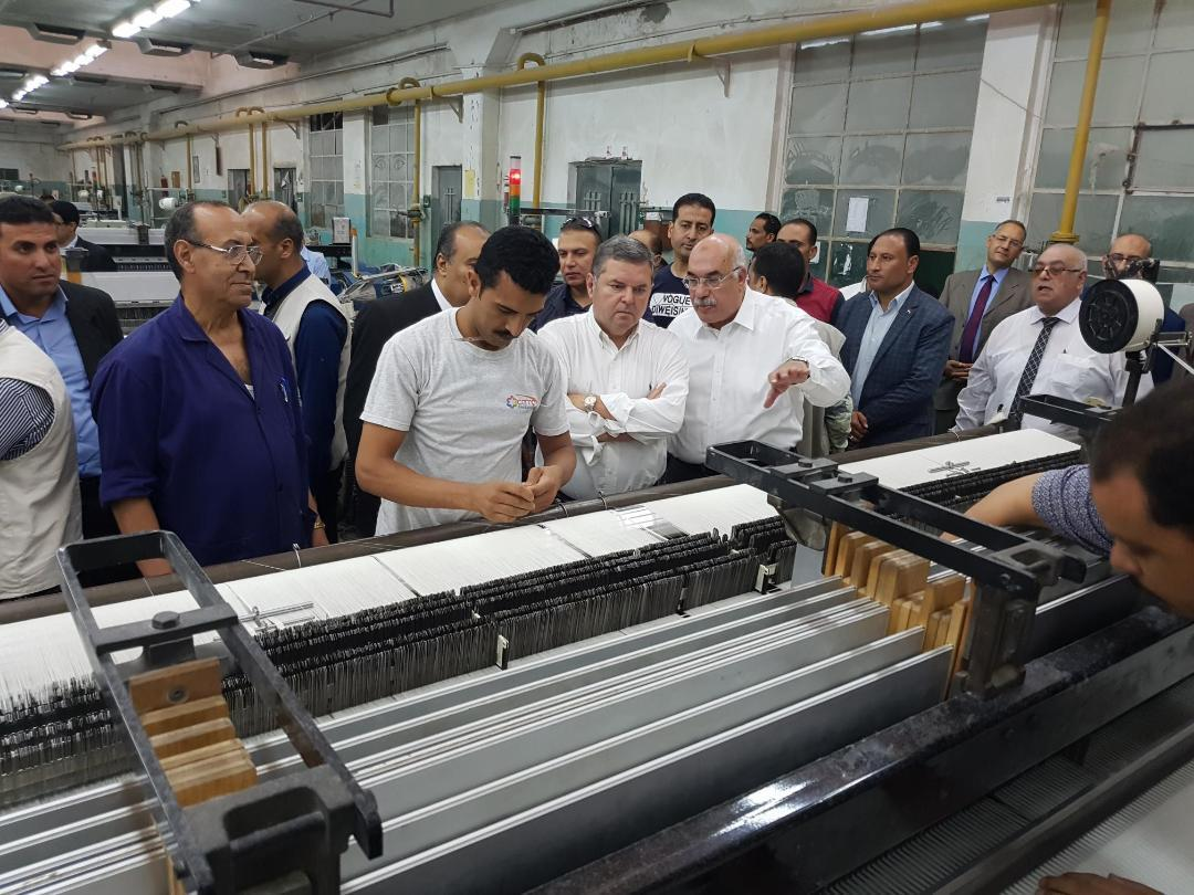 حلال تفقد وزير قطاع الأعمال مصانع شركة مصر للغزل والنسيج بالمحلة