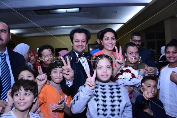 وفاء عامر تكرم أبطال ذوي الاحتياجات الخاصة