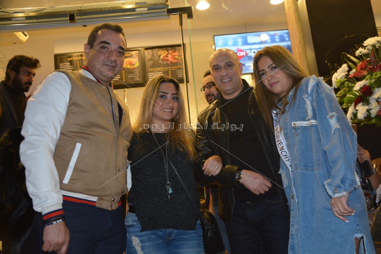 أسامة منير يشارك بحفل افتتاح أحد المطاعم