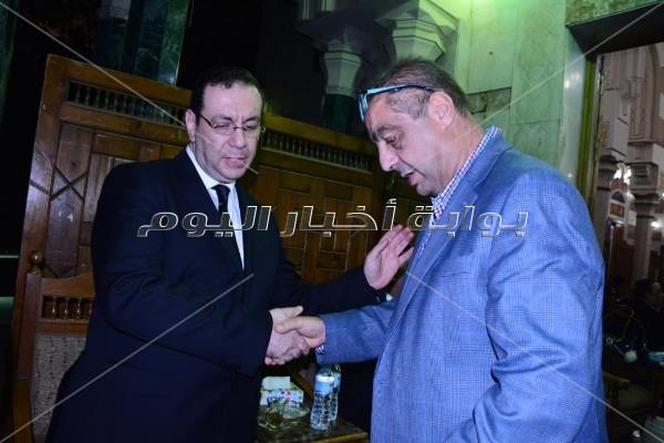 دينا فؤاد ومحسن منصور في عزاء والدة محمد رفعت