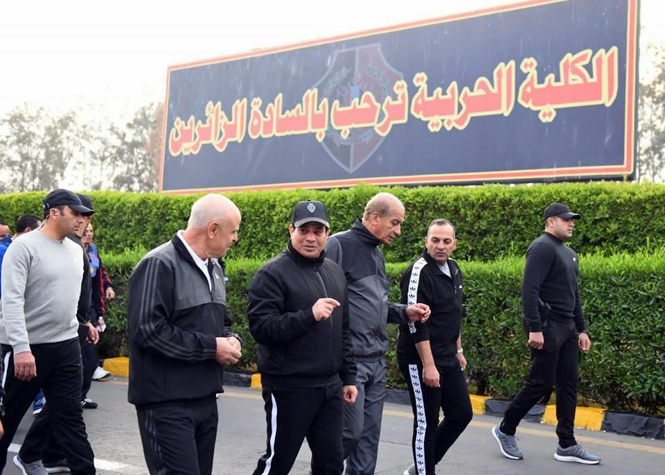 الرئيس السيسى يجرى زيارة فجرا للكلية الحربية