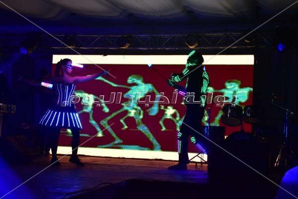 حجاج يُغني وليندا ترقص بحفل كريسماس «كامل العدد»