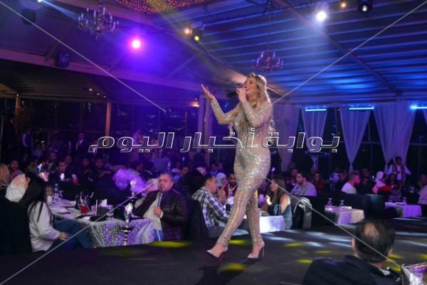 وائل جسار ودينا يشعلان حفل الكريسماس في القاهرة