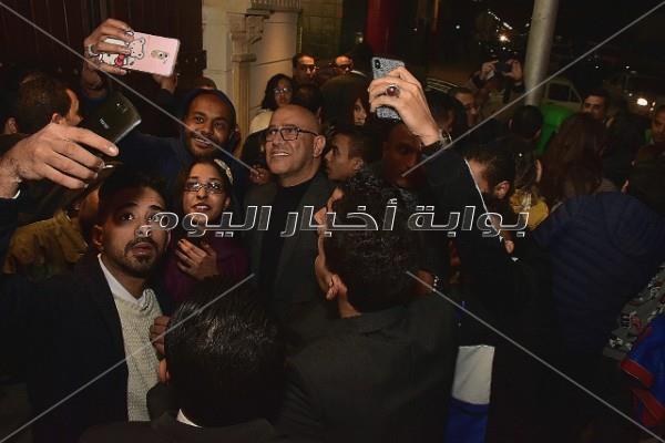 عبدالدايم وشاهين وصدقي يهنون «عبدالباقي» على مسرحيته الجديدة