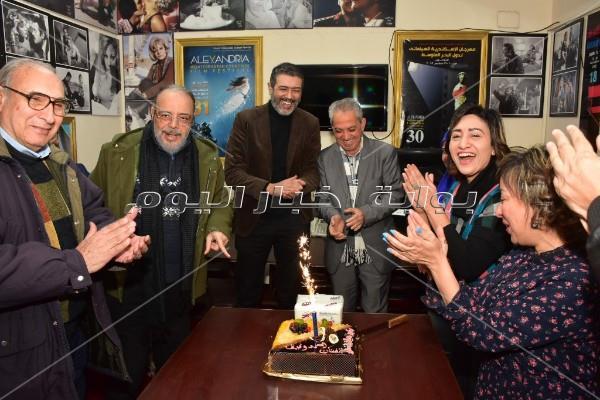 «كتاب ونقاد السينما» تحتفل بعيد ميلاد أحمد وفيق