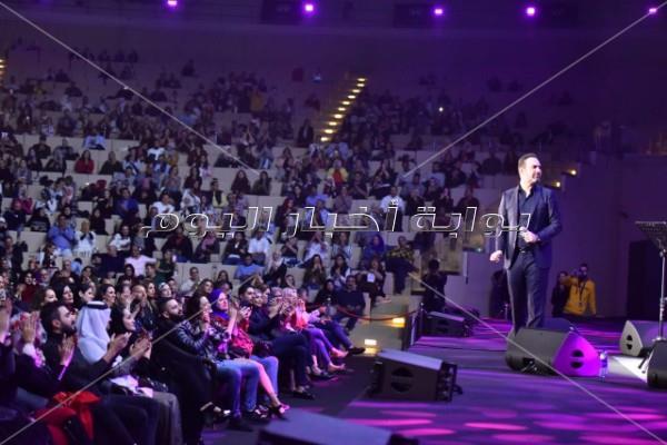 «ديو» هاني شاكر ووائل جاسر على مسرح «المجاز» بالإمارات