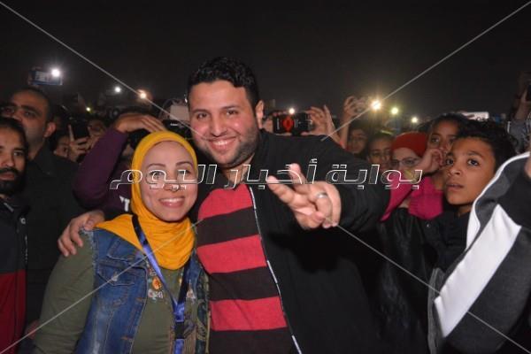 «حماقي» يحتفل مع جمهوره بألبومه الجديد بنادي الشمس