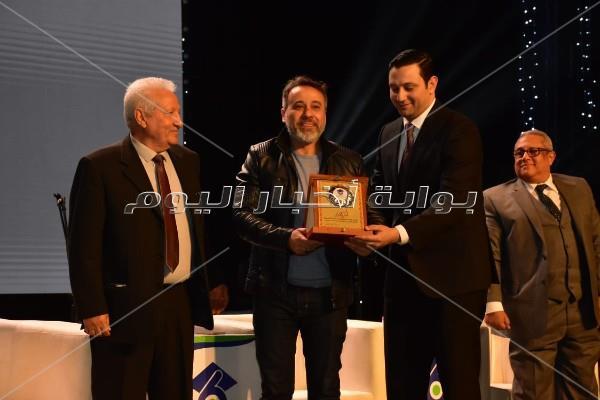 حمادة هلال يُشعل أكاديمية 6 أكتوبر بأغنيته الجديدة «اشرب شاي»