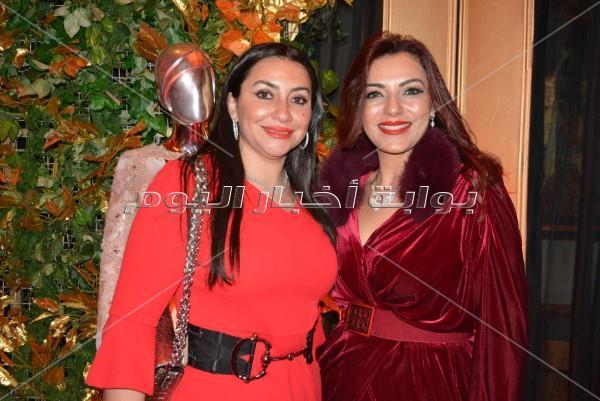 نجوم الفن والمجتمع في عرض أزياء نجوى زهران