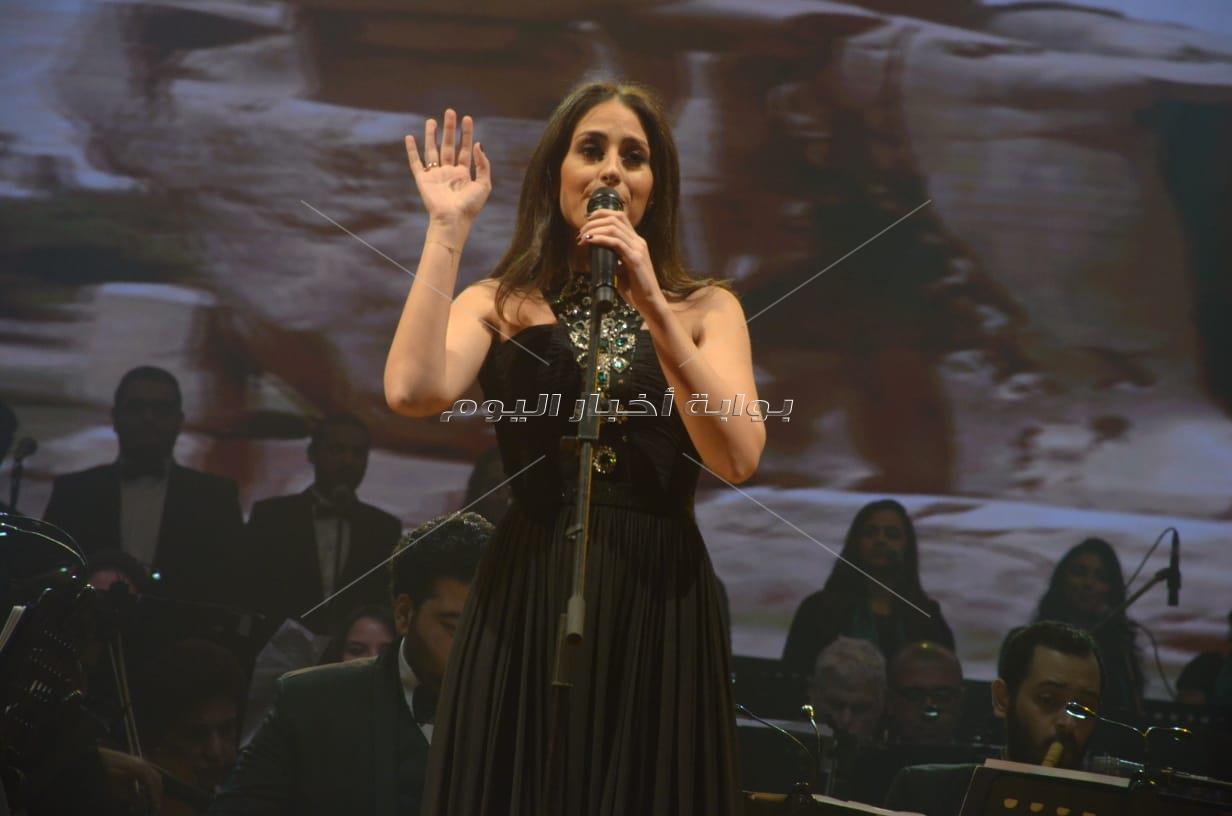 هبة طوجي تُشعل حفلها بالقاهرة بحضور الديفا وعائشة بن أحمد