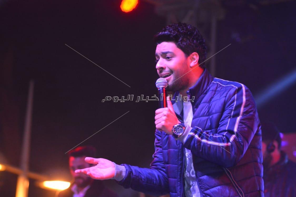 أحمد جمال يتحدى برودة الطقس بحفل «عيد الحب»