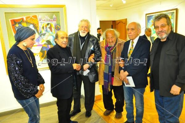 فنانين تشكيليين في افتتاح معرض «زهرة الصبار» لعفت حسني