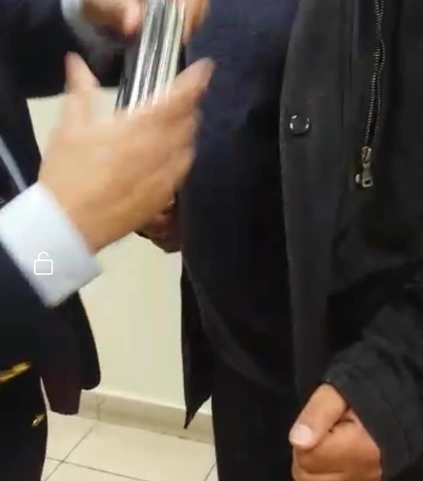 جمارك مطار القاهرة تضبط محاولة تهريب 16 آيفون