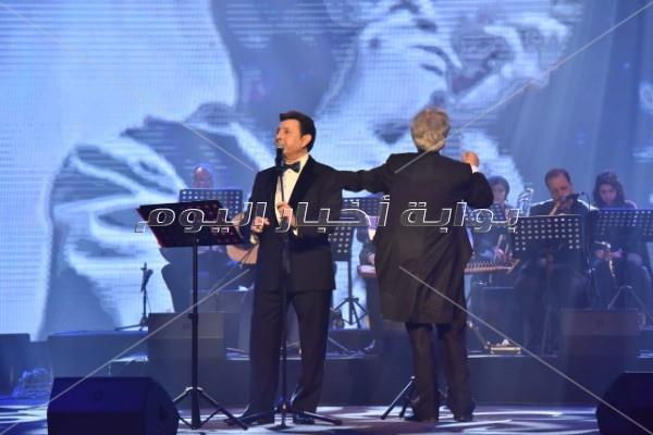 هاني شاكر يتألق بـ«دستة» أغاني للعندليب بحفله الأول في السعودية