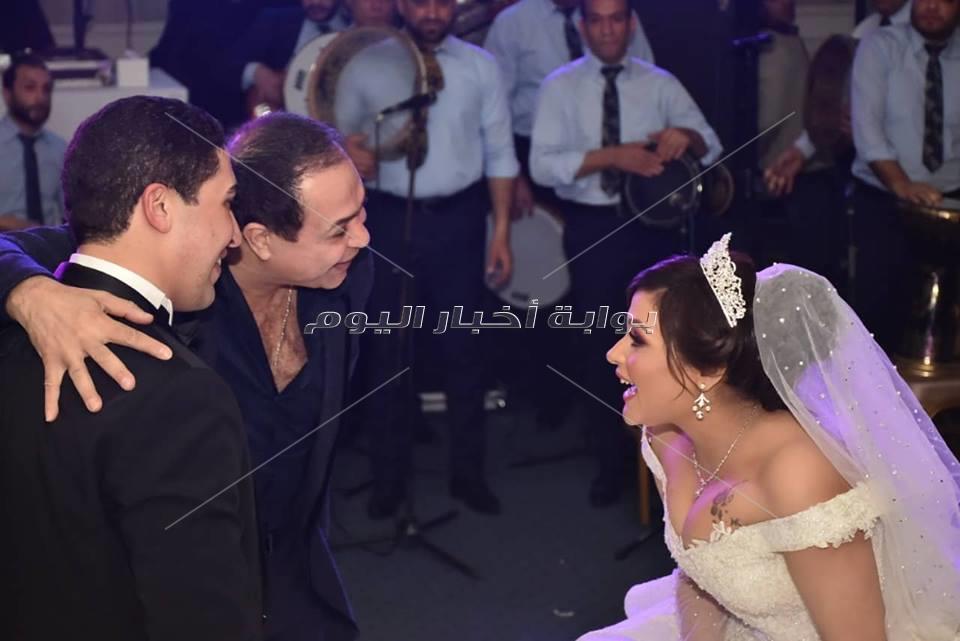حكيم ودينا يُشعلان زفاف ابنة عبد الرحيم علي