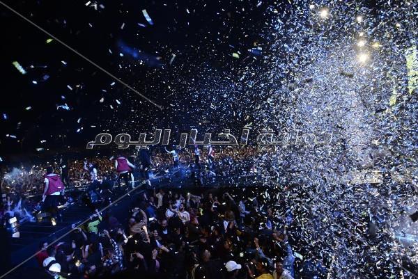 تامر حسني يخطف الأضواء بأقوى حفلات «الأكاديمية البحرية»