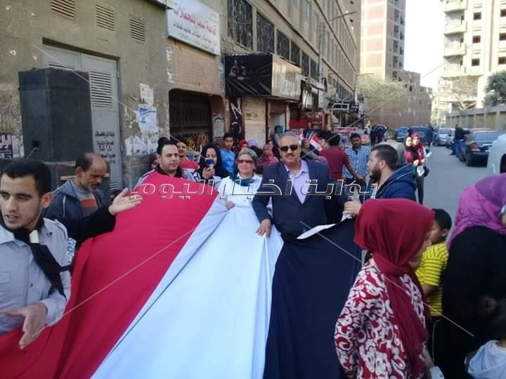 مسيرة بالاعلام لحث المواطنين على المشاركة في الاستفتاء