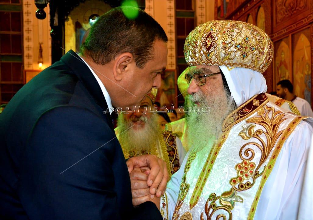 محا فظ  البحيرة ومدير ا لأمن والقيادات  الأمنية و التنفيذية يشهدون قداس عيد القيامة بمطرانية دمنهور