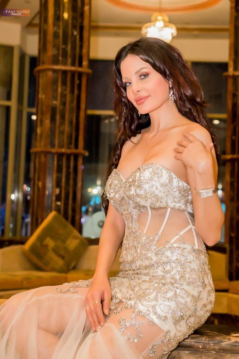 دومينيك حوراني ترقص وتغني في حفل زفاف بصعيد مصر