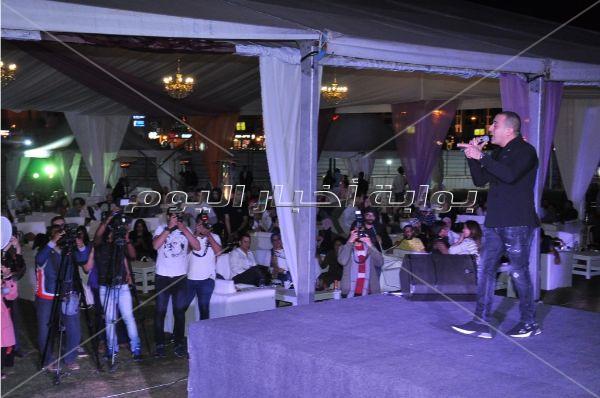 دياب يُلهب أجواء خيمة «مود سوينج» بـ«العووو وغمازات»