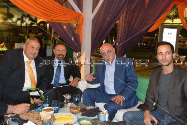 مدحت صالح يُحيي خيمة «شنايدر» بحضور وزير الصناعة