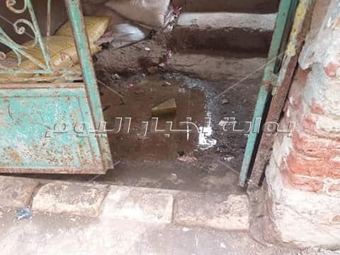 أهالي «ديرب نجم» مهددون بسبب تسرب المياه لمنازلهم