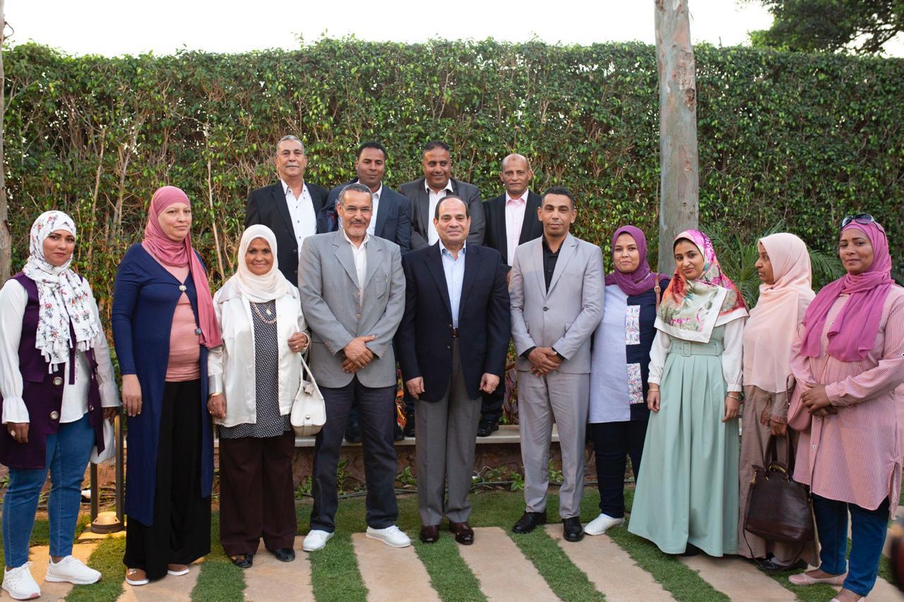 السيسي يشهد إفطار رمضان مع بعض المواطنين في مقر إقامته الخاصة