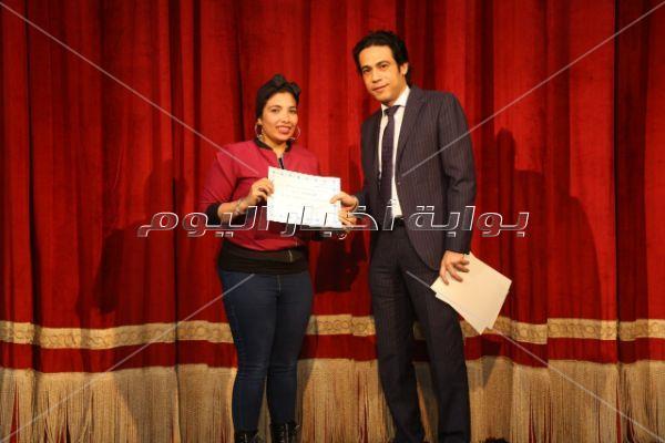 جامعة حلوان تُكرم مازن الغرباوي لإخراجه «تاجر البندقية»