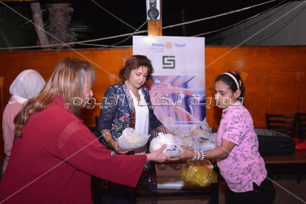 عمرو يسري ومونيا في حفل إفطار «روتاري» للفتيات اليتيمات