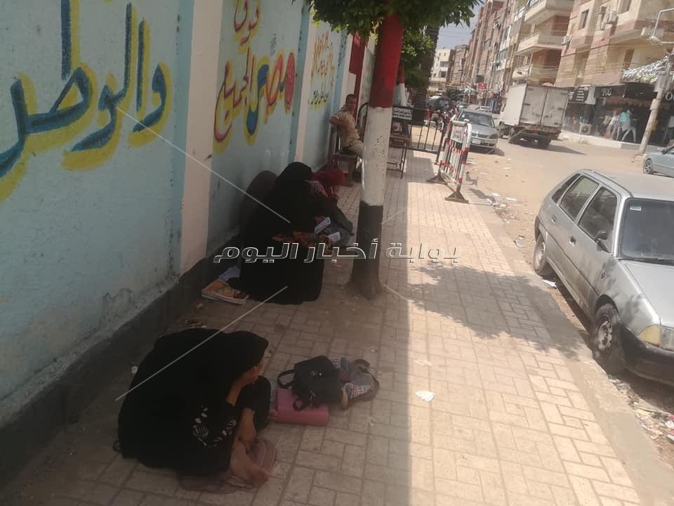 ضبط 3 طلاب بحوزتهم هواتف محمولة بكفر الشيخ