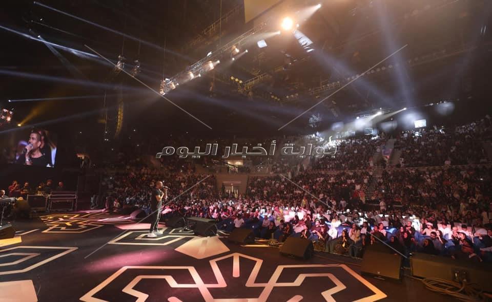 عمرو دياب بتألق بحفل جدة.. ويشكر تركي آل الشيخ