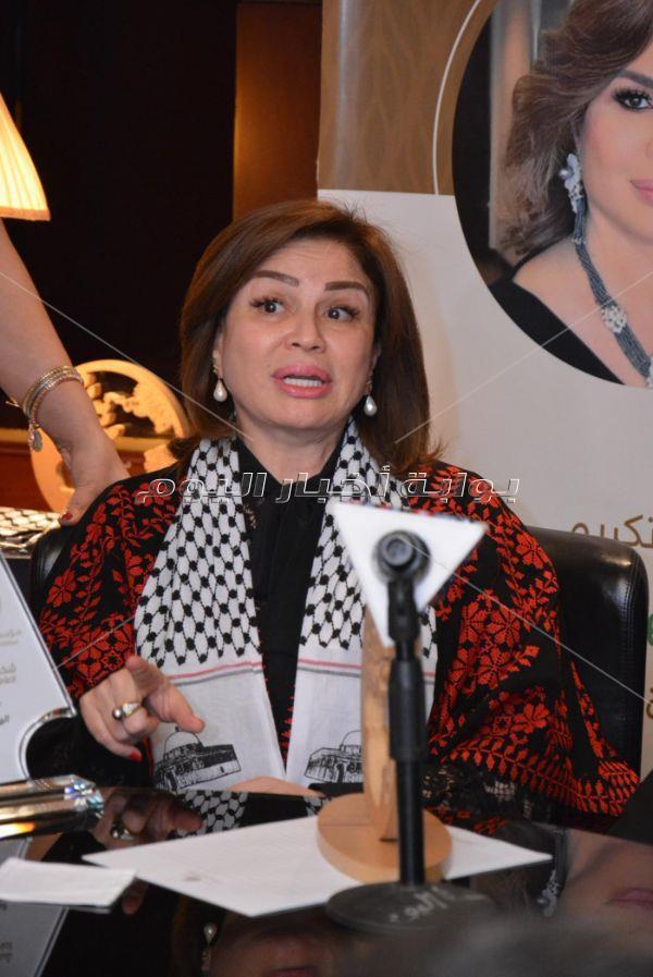تكريم إلهام شاهين ومنحها لقب «سفيرة سيدة الأرض»