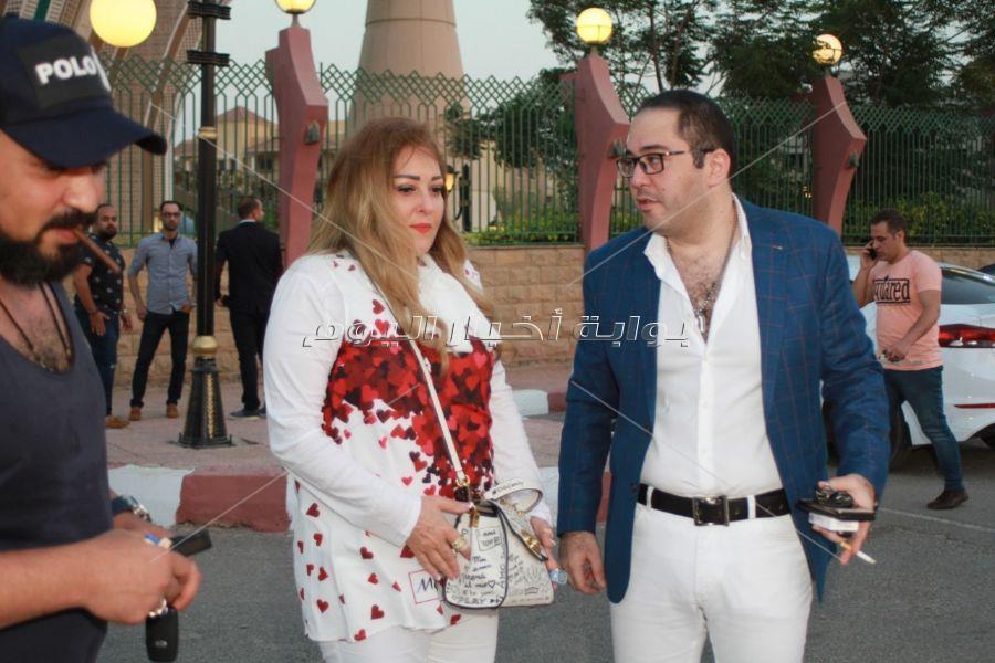 صور..الفنان عمرو عبد العزيز يحتفل بعقد قران شقيقتة بحضور الفنانين