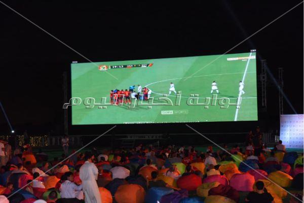 منة فضالي وبيبو والغندور يشاهدون المنتخب في إستاد ديونز