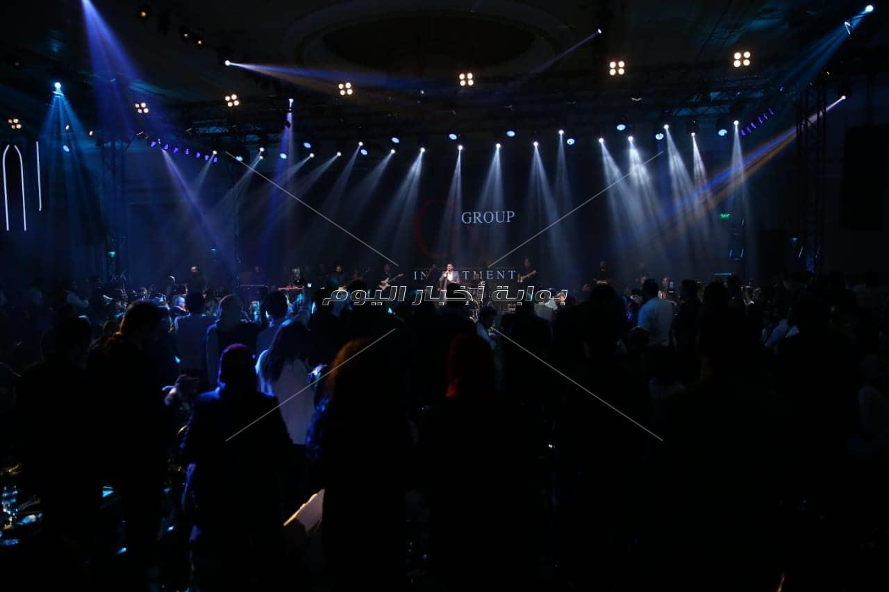 تامر حسنى يُشعل أجواء حفل إحدى الشركات تحت شعار «كامل العدد»