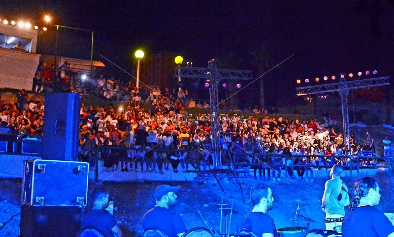 تامر عاشور يشعل المسرح الروماني بحفل «كامل العدد».. وتزاحم الألاف أمام البوابات بعد نفاذ التذاكر