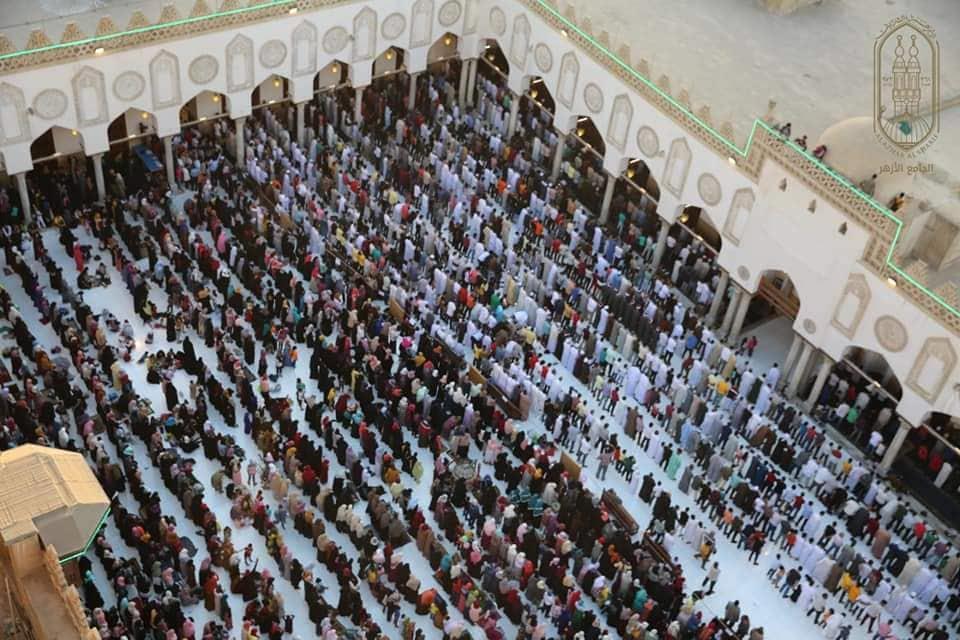صور  الجامع الأزهر يحتضن الجنسيات المختلفة في صلاة عيد الأضحى