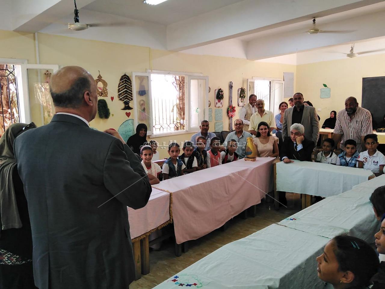 """""""بيبرس"""" و""""عايد"""" يتفقدان مشروع المدرسة الذكية بمدارس التعليم المجتمعي بالأقصر"""
