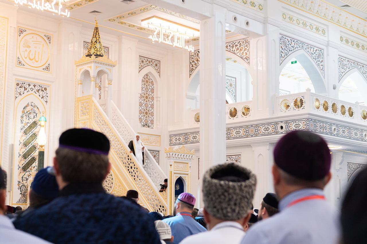 افتتاح أكبر مسجد في أوروبا بالشيشان.. وأمين رابطة العالم الإسلامي يلقي خطبة جمعته الأولى