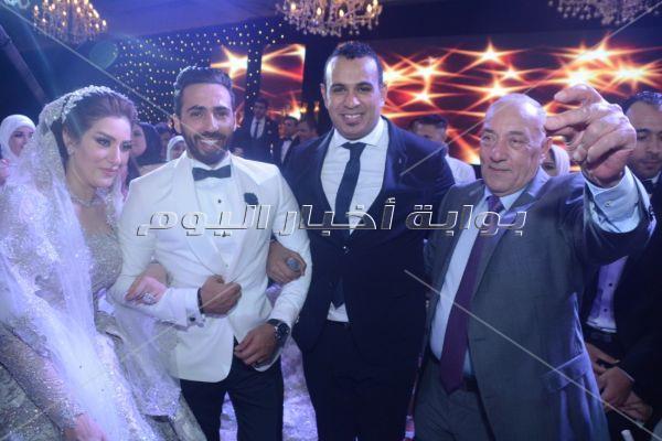 تامر حسني وفؤاد والليثي وأمينة نجوم زفاف «منصور ورغدة»