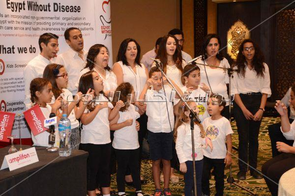 أسامة منير يدعم ضعاف السمع بمبادرة «اسمع افرح»