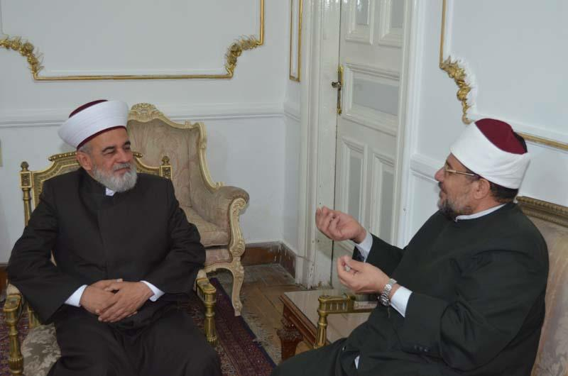 وزير الأوقاف يعقد سلسلة من اللقاءات الثقافية مع كبار ضيوف المؤتمر