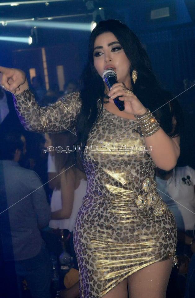 مروى تتالق في حفلها بإحدى البواخر النيلية