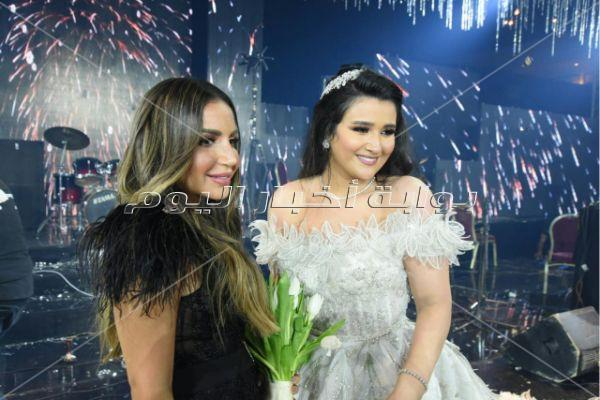 تامر حسني والليثي يحيان زفاف «مازن وآية»